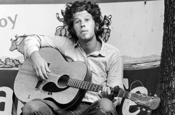Tom-Waits-portrait-1988-billboard-1548